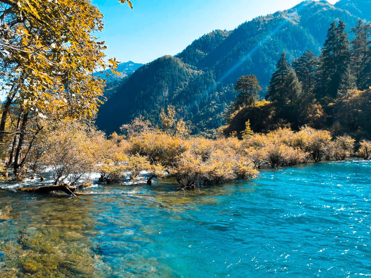 ทะเลสาบมังกรคู่ ทัวร์จีน ทัวร์จิ่วจ้ายโก Jiuzhaigo