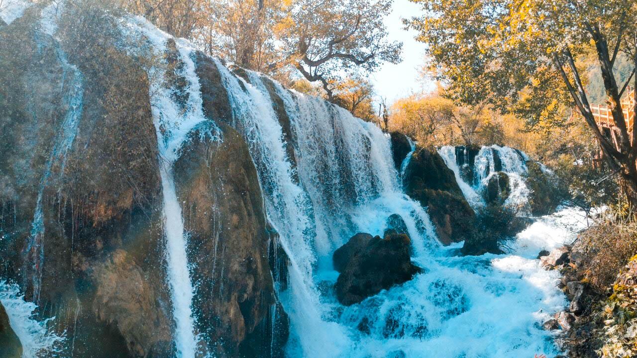 น้ำตกธารไข่มุก ทัวร์จีน ทัวร์จิ่วจ้ายโก Jiuzhaigo