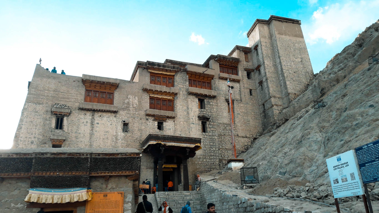 พระราชวังเลห์ (Leh Palace) ทัวร์เลห์ ลาดักห์ เที่ยวเลห์ ลาดักห์ Leh Ladakh Tour leh ladakh