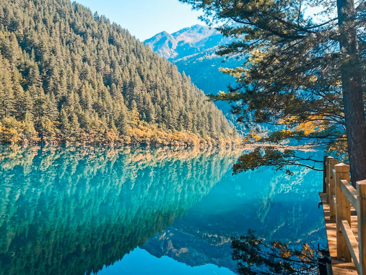ทะเลสาบซู่เจิ้ง ทัวร์จีน ทัวร์จิ่วจ้ายโก Jiuzhaigo