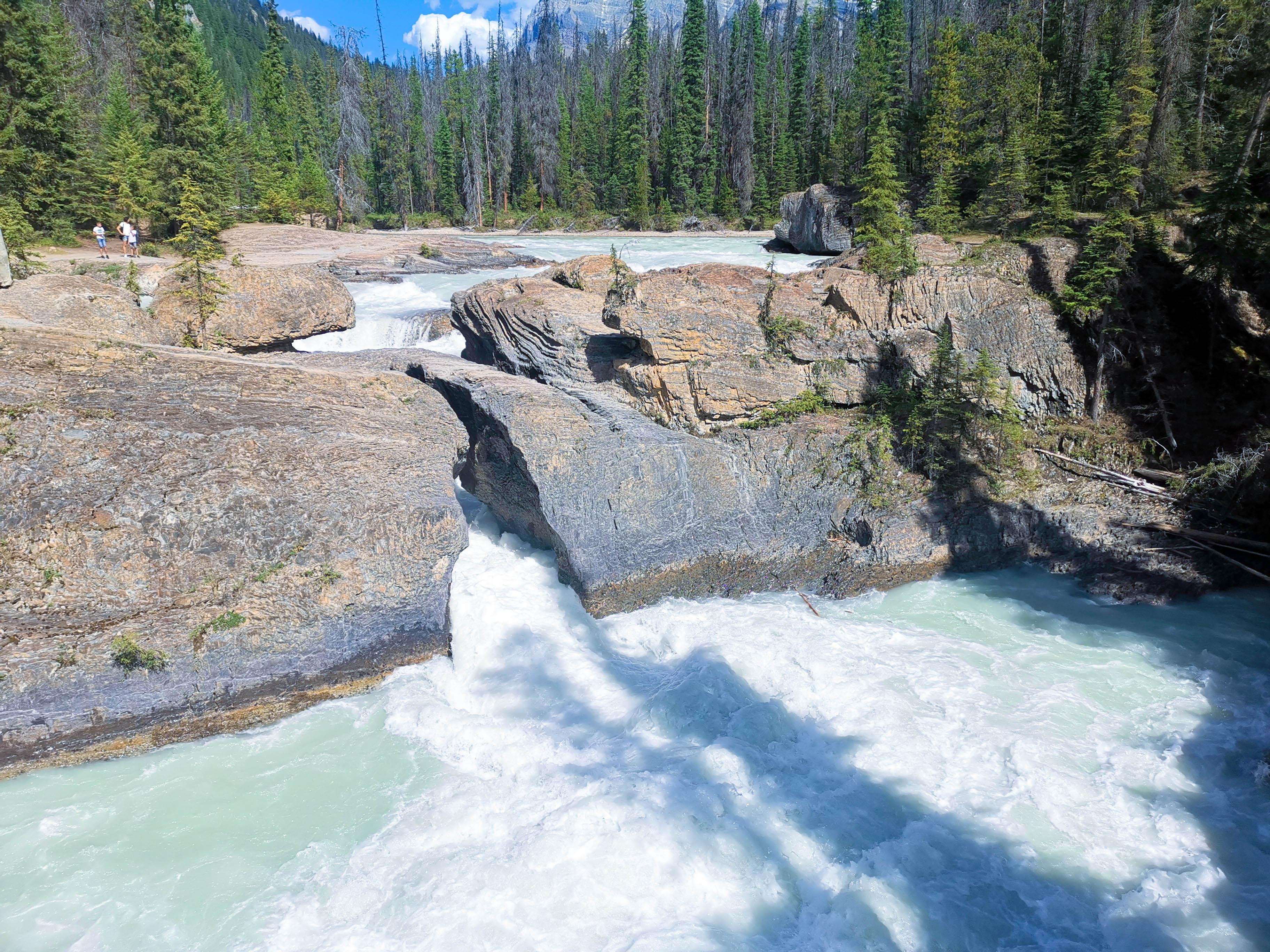 สะพานหินธรรมชาติ (Natural Bridge) เที่ยวแคนาดา ทัวร์แคนาดา